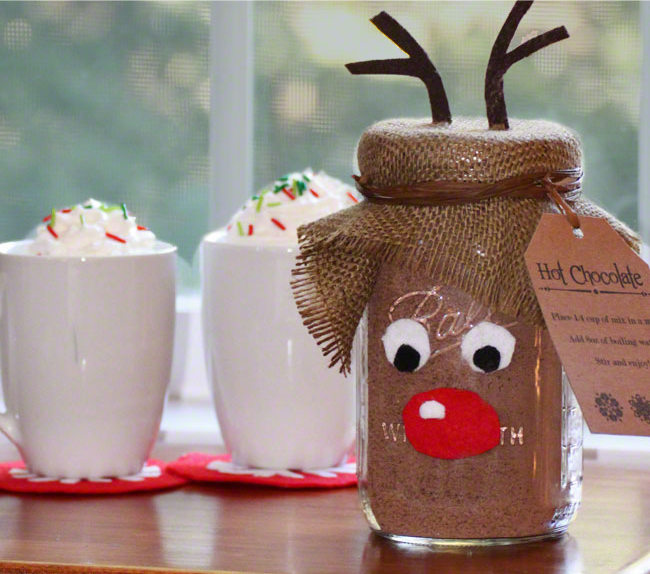 Perfect-gift-idea-This-step-by-step-tutorial-has-the-hot-chocolate-recipe-and-free-reindeer-printables
